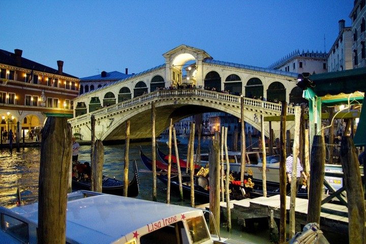 Rialto bridge, Things to do in Venice, Italy
