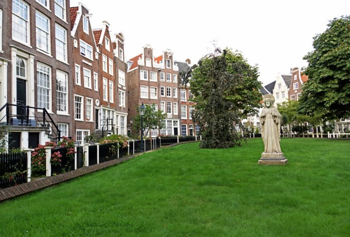 Begijnhof, Things to do in Amsterdam, Netherlands