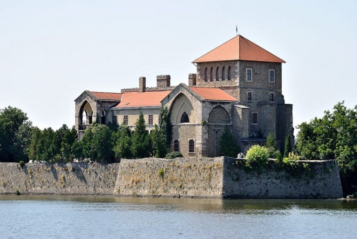 Castle of Tata, Most beautiful cities and towns in Hungary