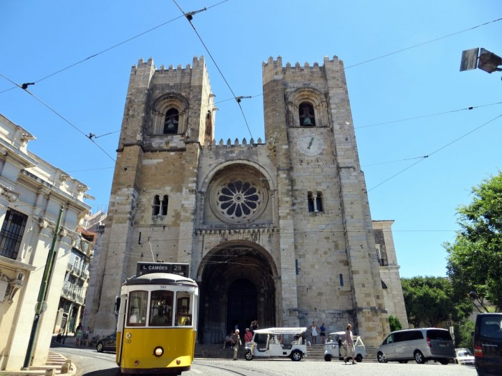 Lisbon Cathedral, Se de Lisboa, Top Places to see in Lisbon, Portugal