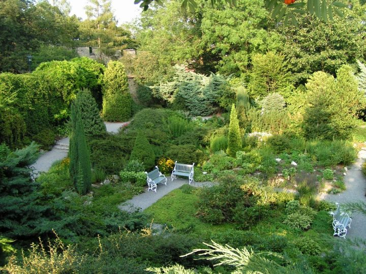 Wonderful garden at Petrin Hill, Things to do in Prague