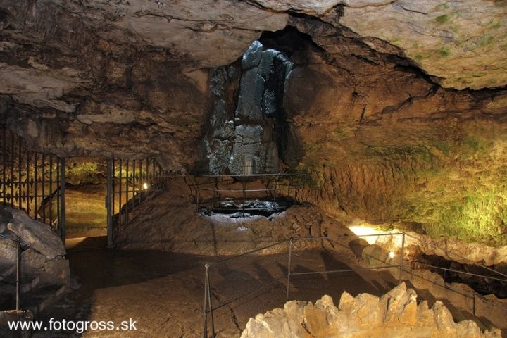 Bojnice Castle Cave, Caves in Slovakia