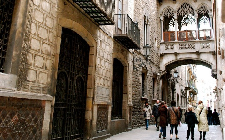 Bridge over the Carrer del Bisbe, Gothic District, Things to do in Barcelona, Spain