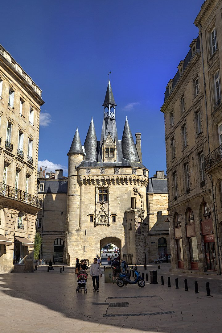 Bordeaux - Porte Cailhau, Places to visit in France