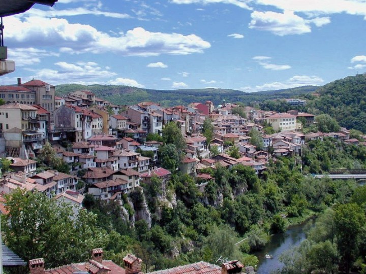 Veliko Tarnovo above the Yantra River, Bulgaria Holidays - Places to visit in Bulgaria