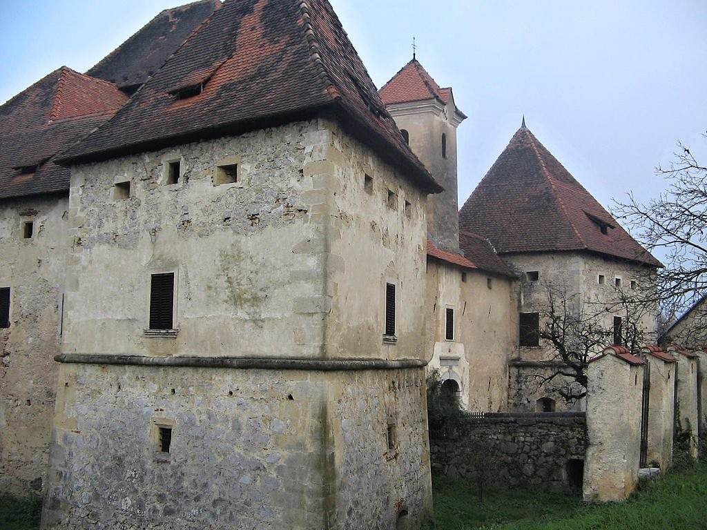 Gracar Turn Castle, Castles in Slovenia