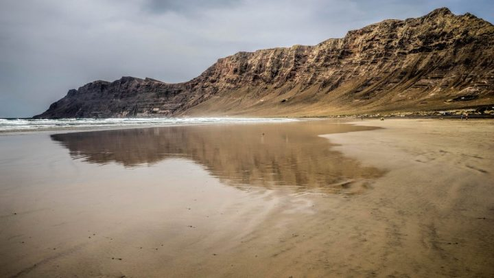 Famara, surfing holidays in Lanzarote, Canary Islands, Spain