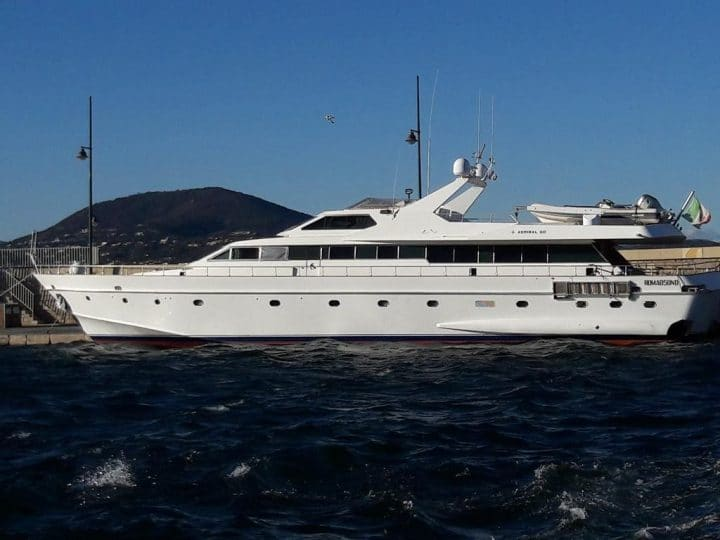Yacht IPSUM offers boat accommodation in Saint-Tropez, France