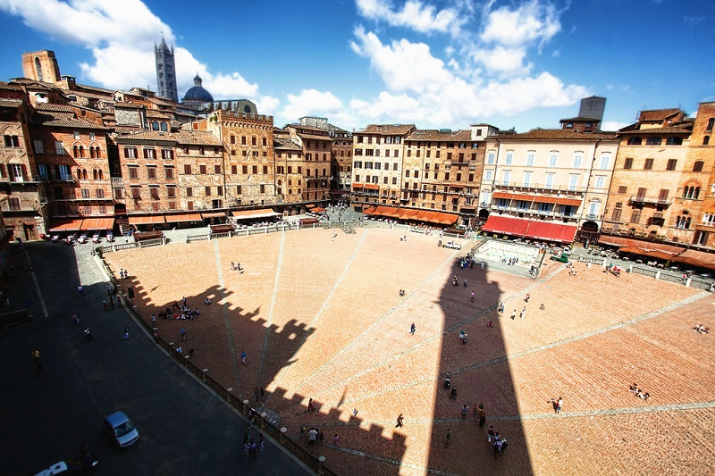 Piazza del Campo, best area to stay in Siena