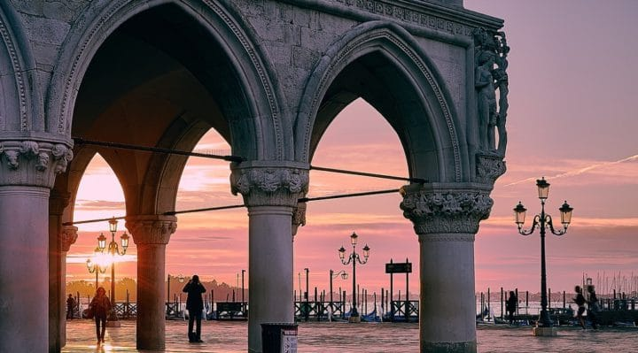 How much costs a trip to Venice?
