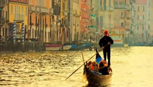 How to visit Venice by gondola ?