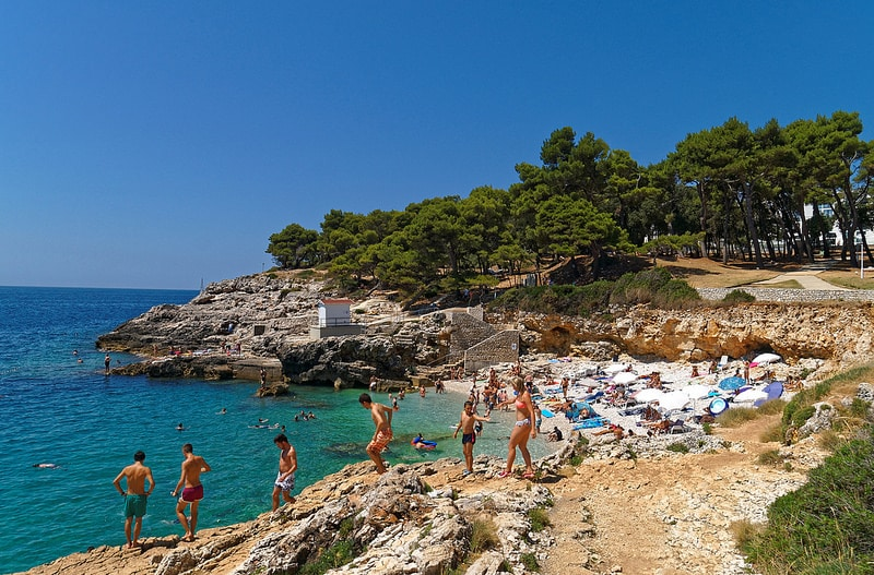 Beach, best area to stay in Pula