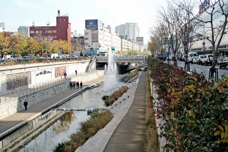 Dongdaemun, best area to stay in Seoul