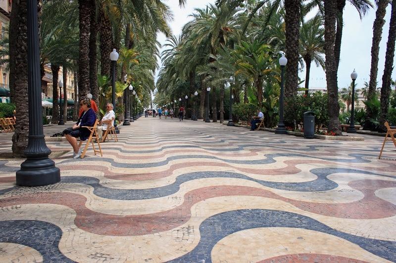 Stay in the center of Alicante