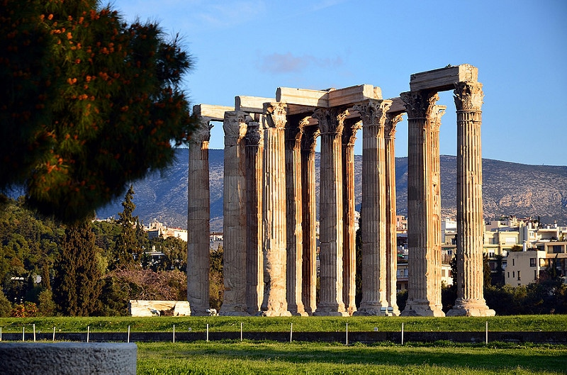 Visit the temple of Zeus, Athens