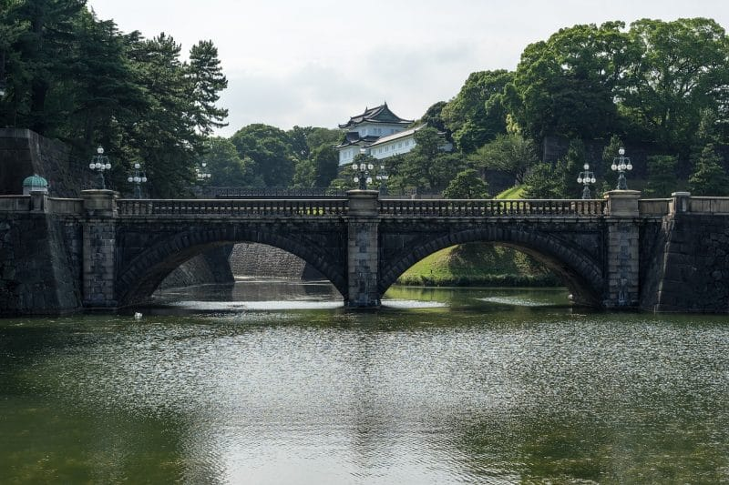 Take pictures of the Imperial Palace, Tokyo