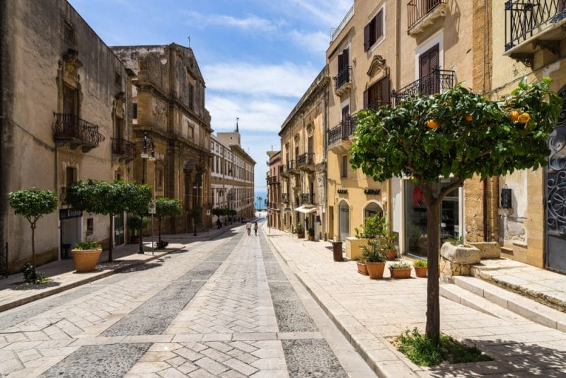 Visit the old town of Agrigento