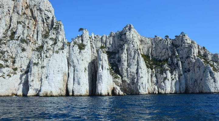 Visit the Calanques of Cassis, on foot or by boat