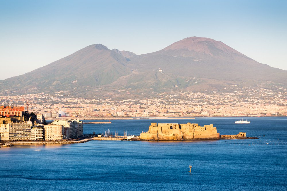 Visit Castel dell'Ovo in Naples