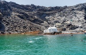 Visit the Néa Kameni crater in Santorini: tickets, fares, schedules